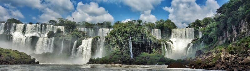 Iguazu Falls som sett från Argentina arkivfoton