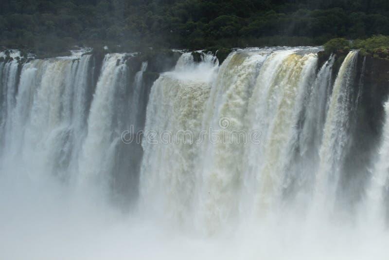 Iguazu valt - bekijk van de kant van Argentinië stock fotografie