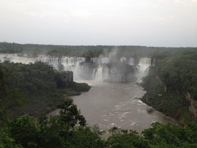 Iguazu vattenfall i Argentina som sett från brasiliansk sida arkivfoto