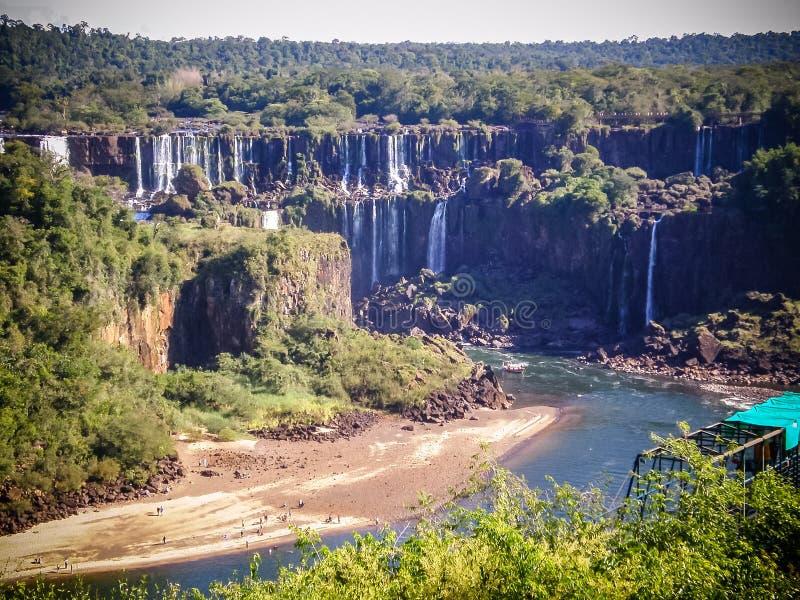 Iguazudalingen in het droge seizoen stock afbeeldingen