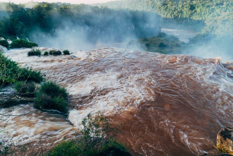 Iguazudalingen van de Provincie van Argentini? Misiones stock foto