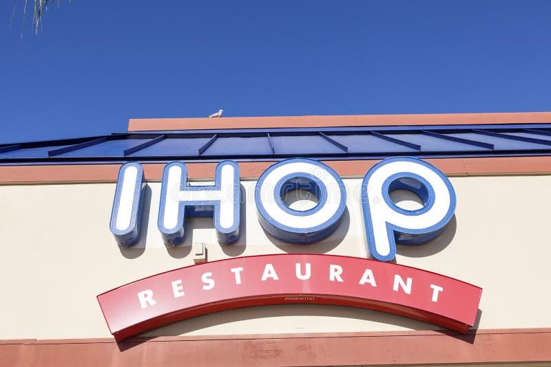 IHOP-restaurangen undertecknar in Förenta staterna royaltyfri fotografi