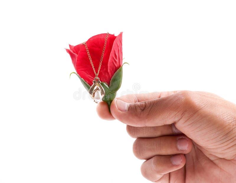 Ihr ein Geschenk der Liebe für Valentinsgrüße geben stockfoto