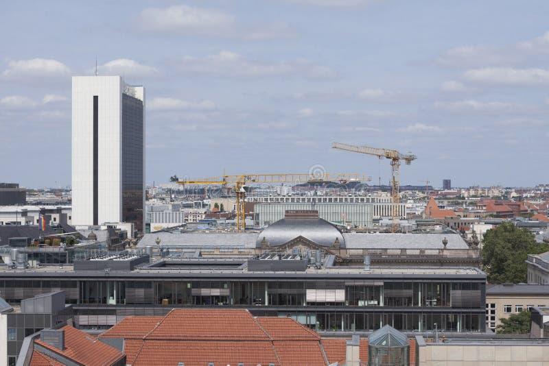 IHZ-casa y tejados con el emplazamiento de la obra en Berlín fotografía de archivo libre de regalías