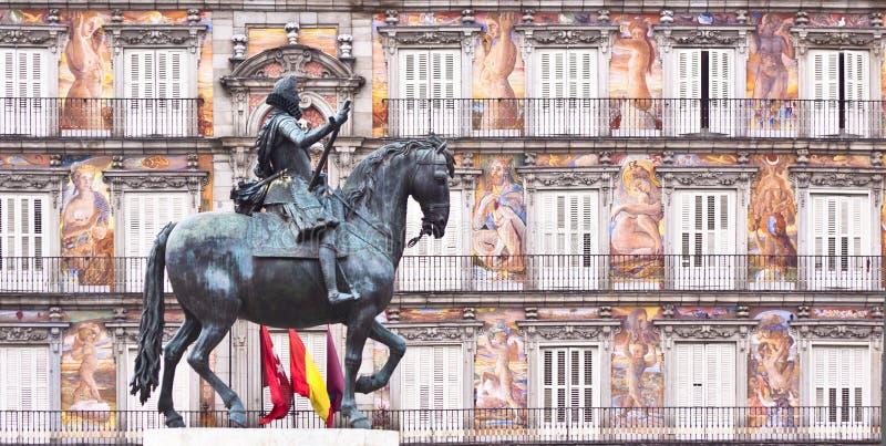 III статуя площади мэра philips короля madrid стоковое изображение