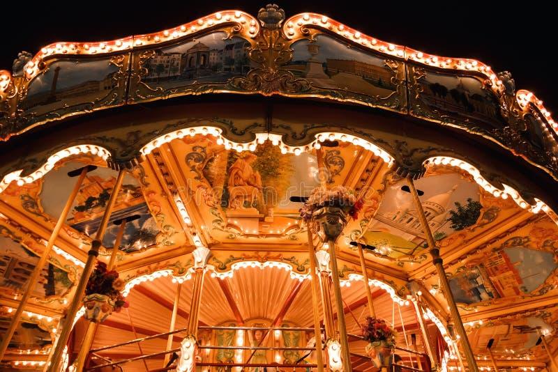 Iilluminated-Karussell in Paris, Frankreich lizenzfreie stockfotografie