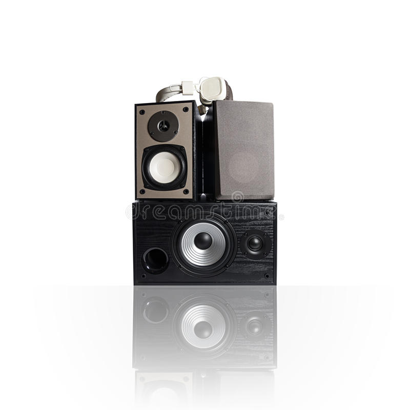 Iimage de três oradores e fones de ouvido audio, isolado no branco imagens de stock royalty free
