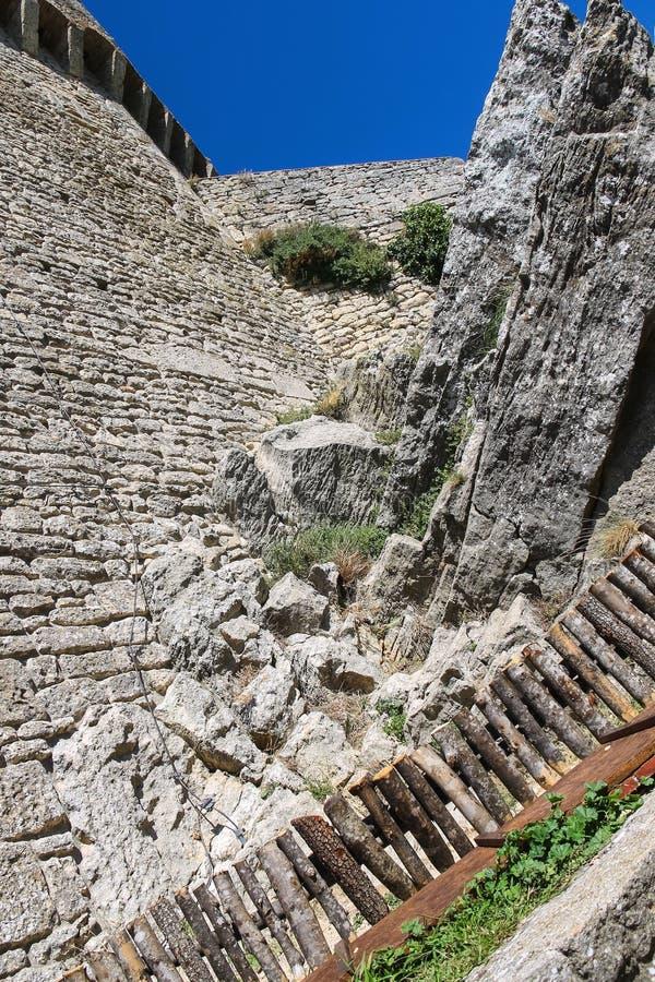 Iin двор крепостей Guaita на титане держателя стоковые изображения rf