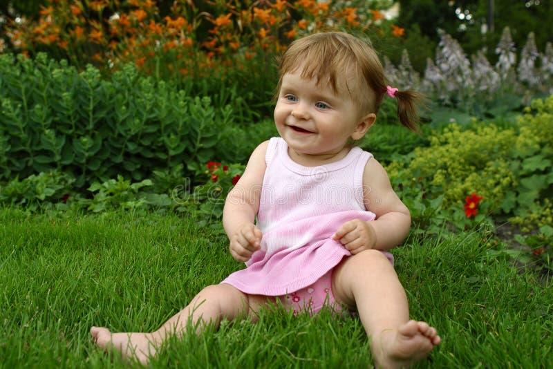 iin da Bebê-menina um vestido cor-de-rosa foto de stock royalty free