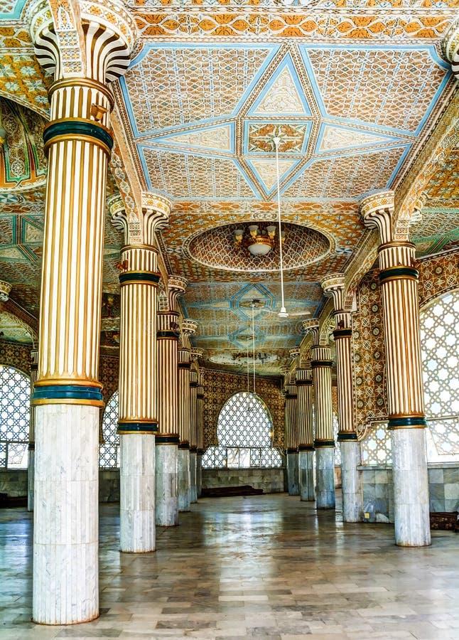 Iinterior von Touba-Moschee, Mitte von Mouridism, Senegal lizenzfreies stockfoto
