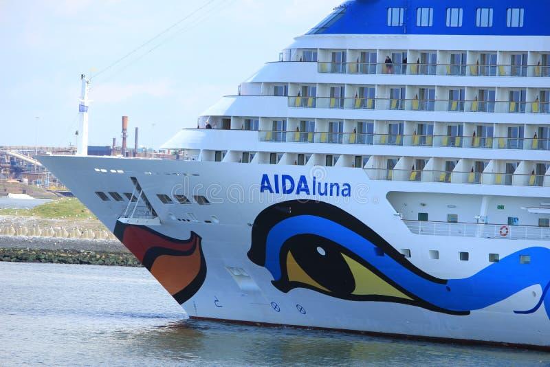 IJmuiden, los Países Bajos - 29 de abril de 2017: Aida Luna que deja IJmuiden imágenes de archivo libres de regalías