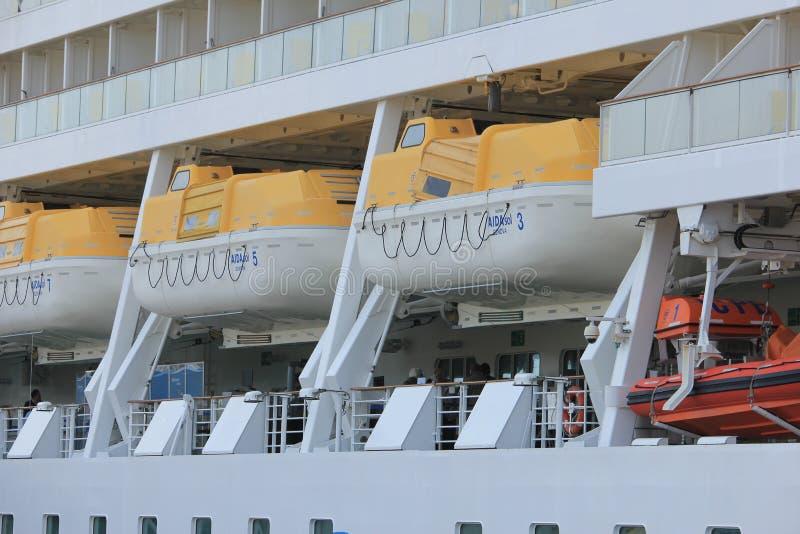 IJmuiden, los Países Bajos - 30 de abril de 2017: Botes salvavidas de Aida Sol imágenes de archivo libres de regalías
