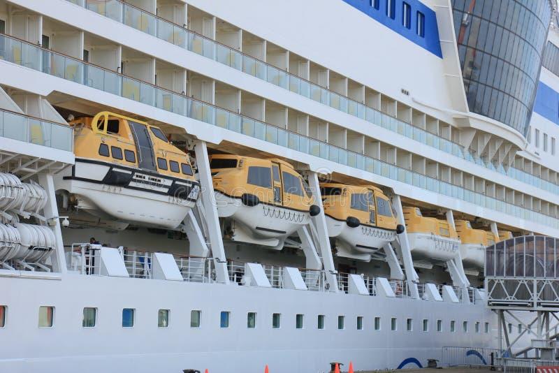 IJmuiden, los Países Bajos - 30 de abril de 2017: Botes salvavidas de Aida Sol fotos de archivo libres de regalías
