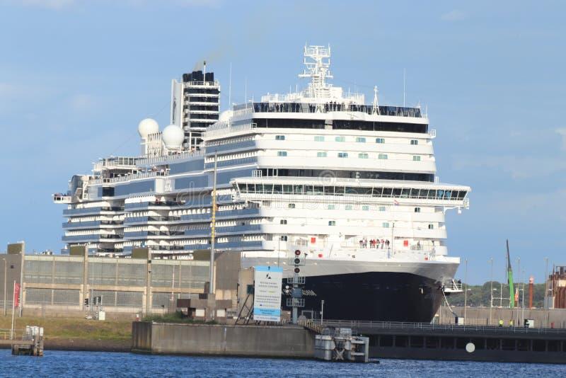 Ijmuiden Nederländerna - Juli 7th 2019: Ms Nieuw Statendam arkivfoton