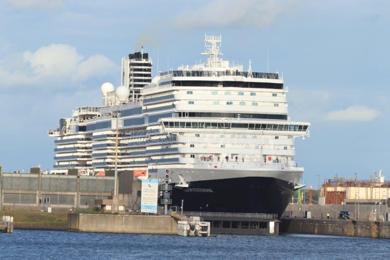 Ijmuiden Nederländerna - Juli 7th 2019: Ms Nieuw Statendam royaltyfria foton