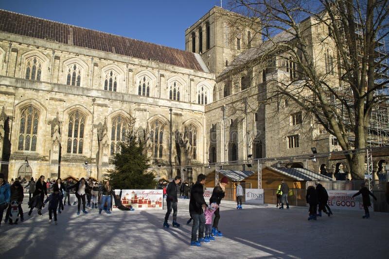 Ijs die bij de Kathedraal Engeland het UK schaatsen van Winchester royalty-vrije stock afbeeldingen