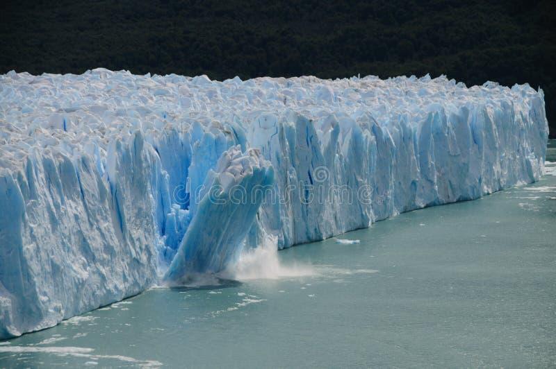Ijs die in Perito Moreno Glacier kalven royalty-vrije stock fotografie
