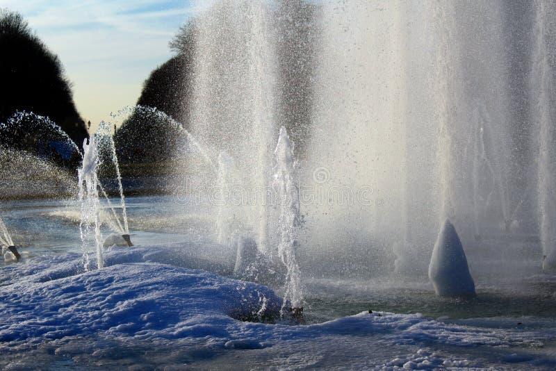 Ijs in een fontein stock afbeelding