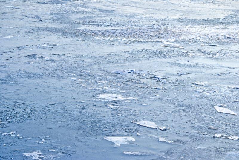 Ijs op blauw water royalty-vrije stock afbeelding