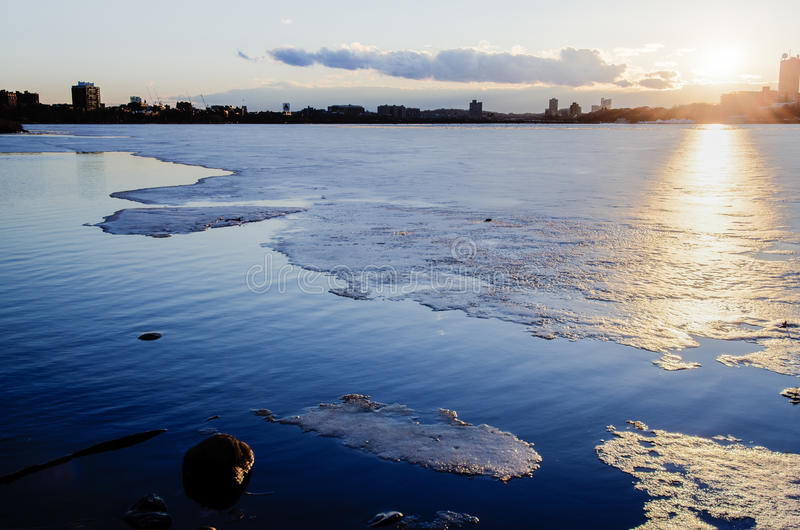 Ijs op Charles River, Boston stock foto