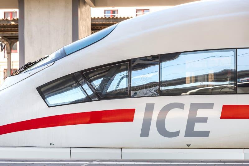 Ijs-trein in Frankfurt-am-Main hesse Duitsland stock afbeeldingen