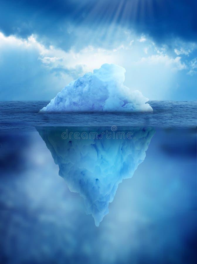 Ijsberg, boven en onder de oppervlakte van het water stock afbeeldingen