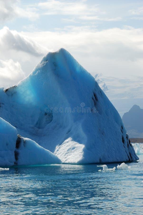 Ijsberg in IJsland stock afbeeldingen