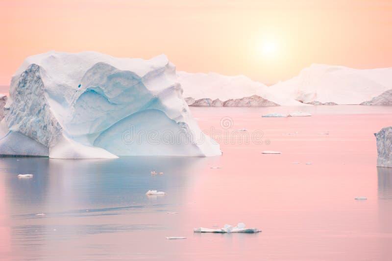 Ijsbergen bij zonsondergang, Groenland royalty-vrije stock fotografie