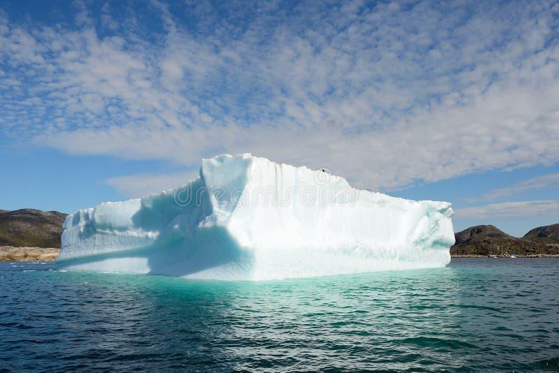 Ijsbergen die in de Atlantische Oceaan, Groenland drijven royalty-vrije stock foto's