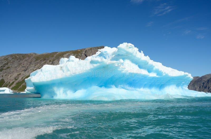 Ijsbergen die in de Atlantische Oceaan, Groenland drijven royalty-vrije stock afbeeldingen