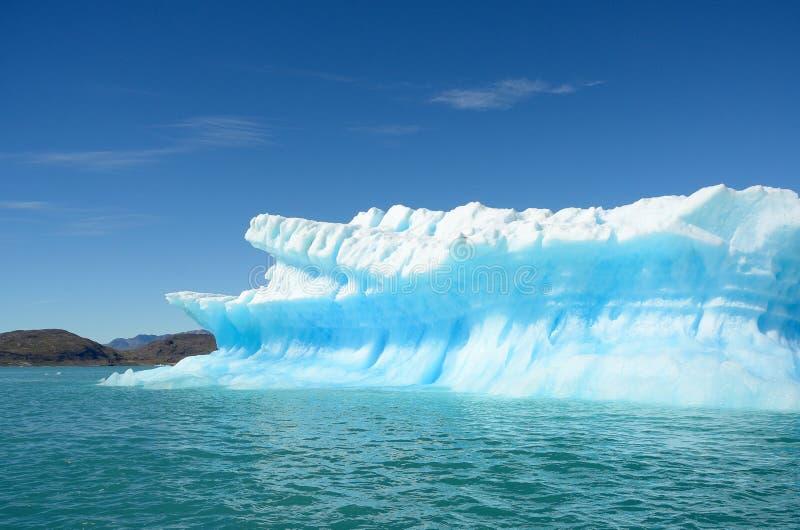 Ijsbergen die in de Atlantische Oceaan, Groenland drijven stock fotografie