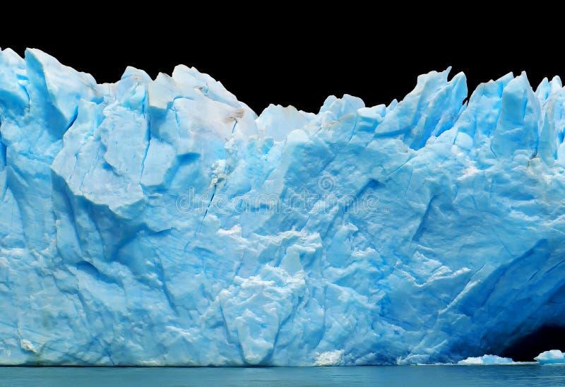 Ijsbergen die op zwarte worden geïsoleerdn stock foto's