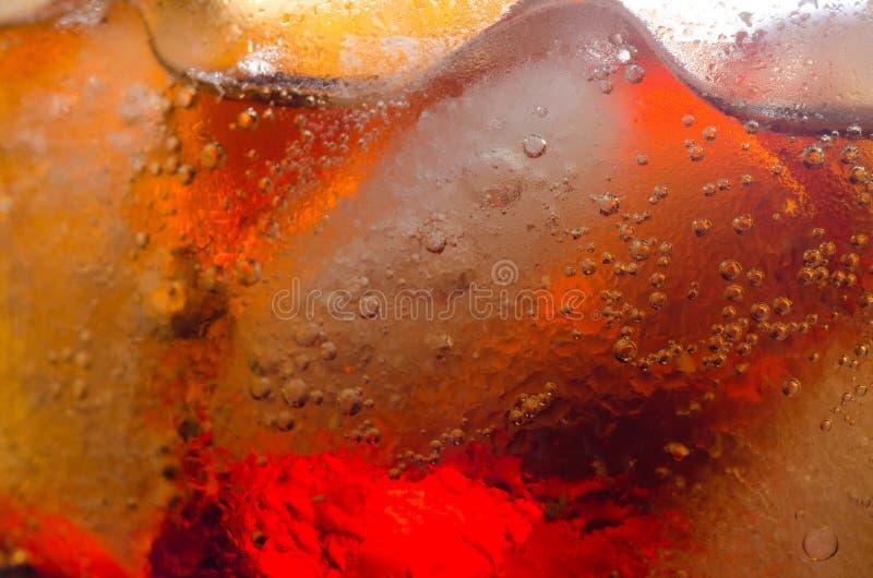 Ijsblokjes en cokes royalty-vrije stock fotografie