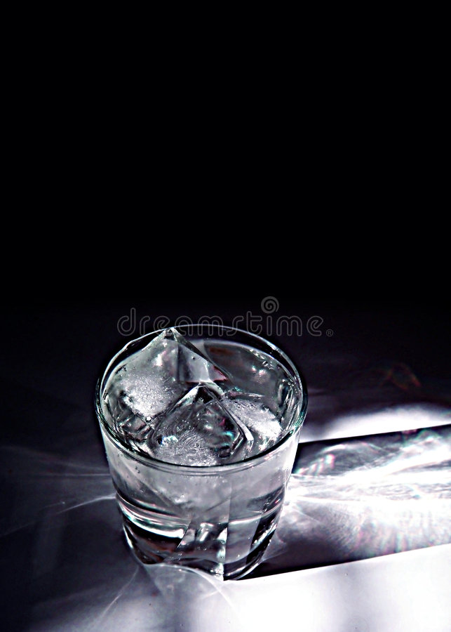 Ijsblokjes in Glas stock afbeelding