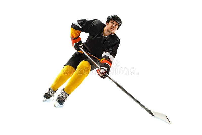 Ijshockeyspeler in actie op wit wordt geïsoleerd dat royalty-vrije stock afbeeldingen