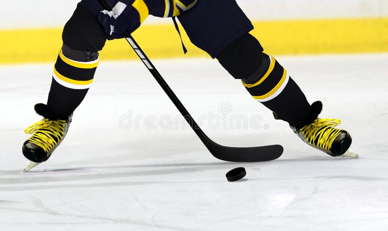 Ijshockeyspeler op Piste royalty-vrije stock foto