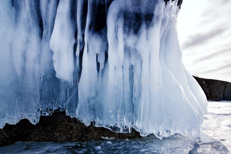 Ijskegelsachtergrond op de ijsmuur op het meer van Baikal bij de winter royalty-vrije stock fotografie
