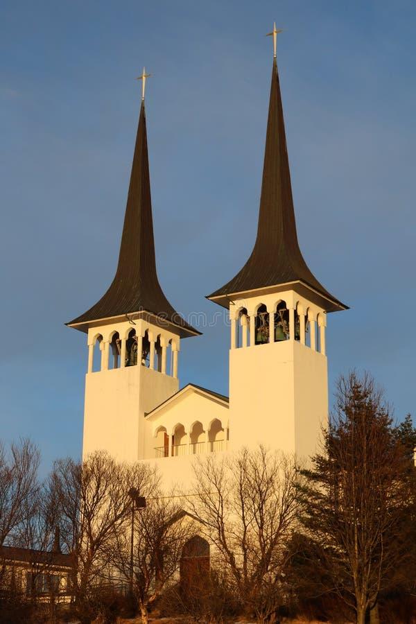 Ijslandse kerk bij zonsondergang royalty-vrije stock afbeelding
