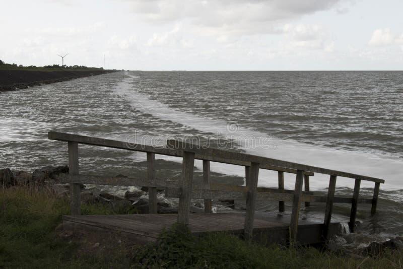 IJsselmeer темное и ветреное стоковое фото rf