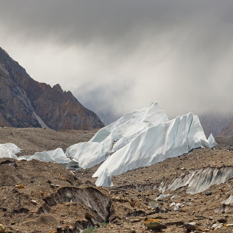 Ijsvormingen op de Baltoro-Gletsjer stock foto