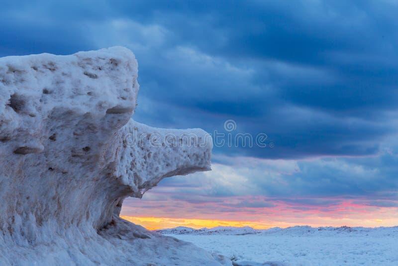 Ijsvormingen op Meer Huron bij Zonsondergang - Ontario, Canada stock afbeelding