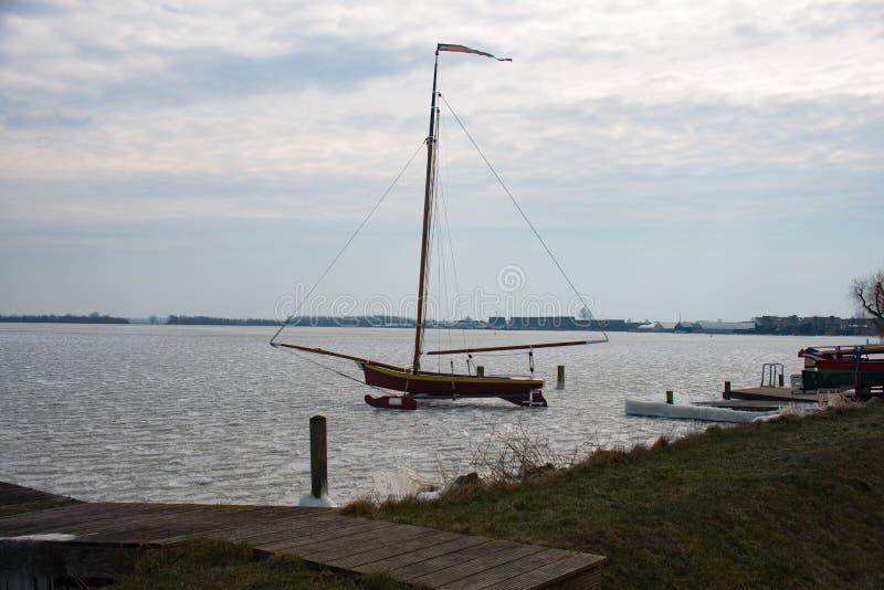 IJszeilboot Braassem fotos de archivo