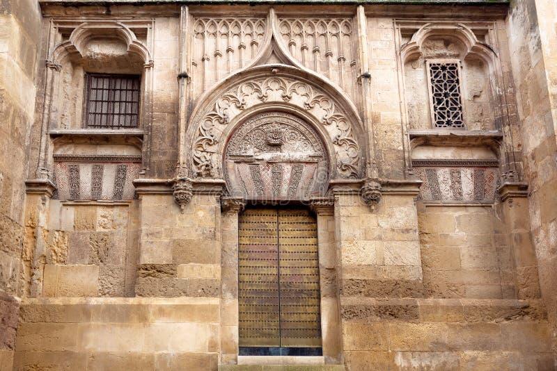 Ijzerdeur met traditionele Arabische patronen van beroemde Mezquita, moskee-Kathedraal van Cordoba, Spanje stock fotografie