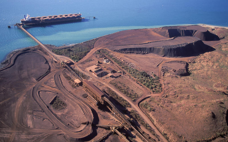 Ijzerertsmijnbouw royalty-vrije stock afbeeldingen
