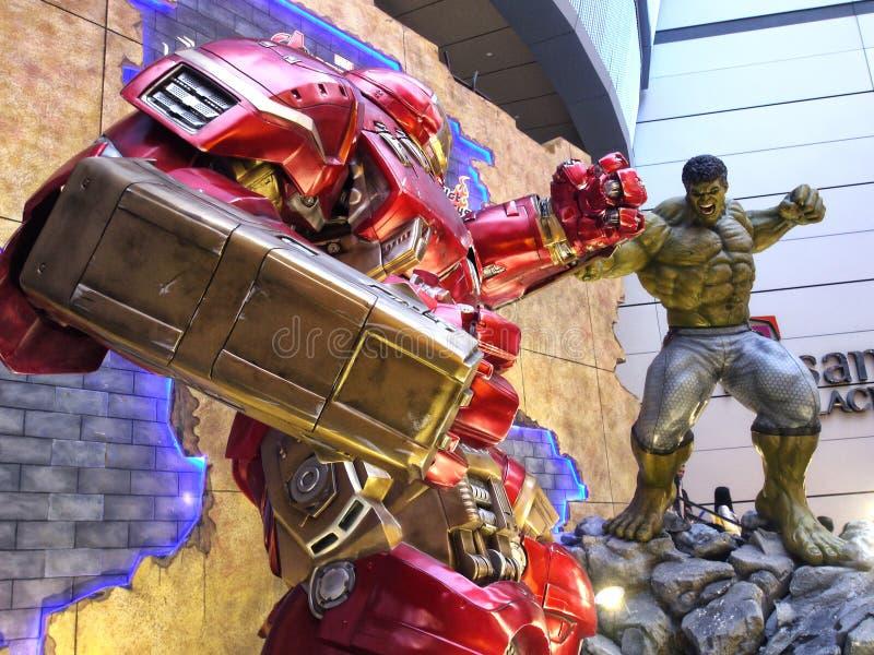 Ijzermens Hulkbuster VERSUS Romp in de Wrekers: Leeftijd van Ultron stock foto's