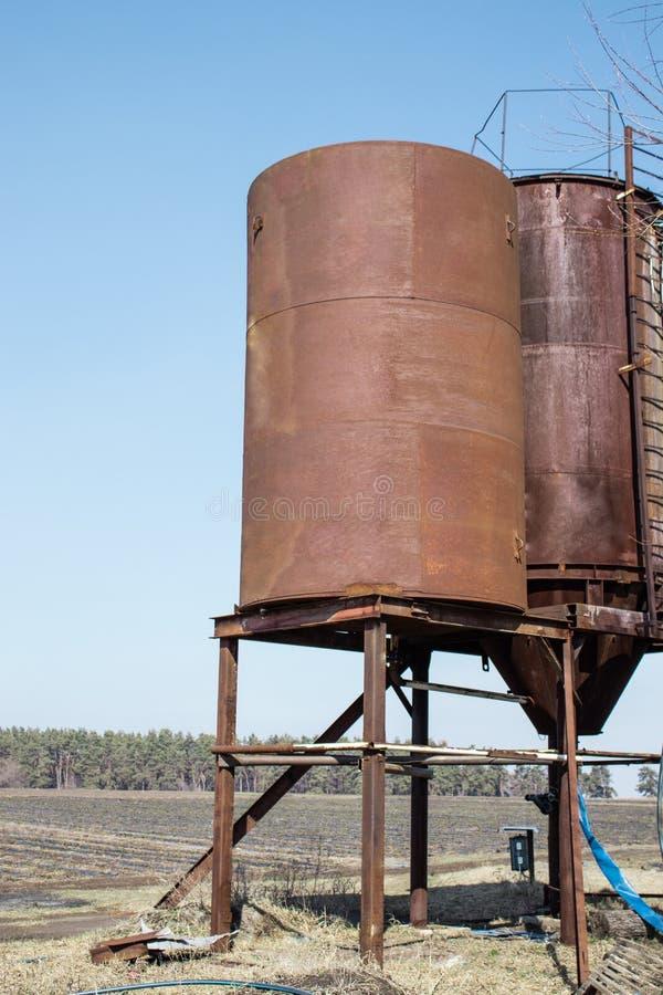 Ijzertorens voor in openlucht het opslaan van water royalty-vrije stock afbeelding