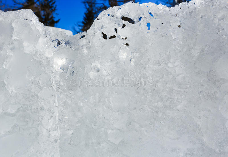 Ijzig ijsblok in zonneschijn royalty-vrije stock fotografie