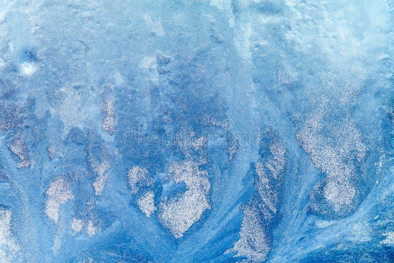 Ijzig patroon op het venster Mooie natuurlijke achtergrond Het thema van de winter Close-up royalty-vrije illustratie