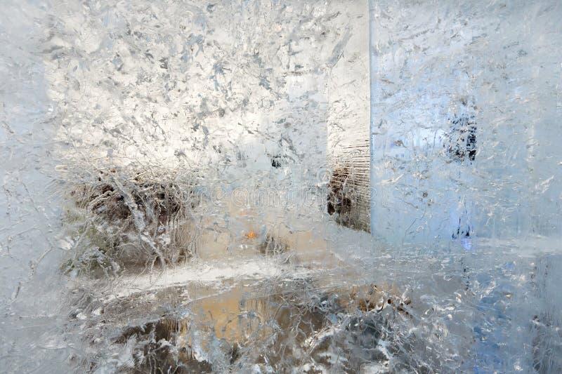 Ijzig transparant blok van ijs met patronen royalty-vrije stock foto's