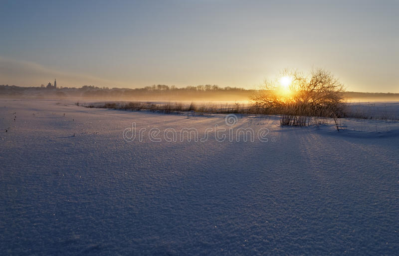 Ijzige zonsondergang stock foto